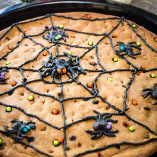 Cookies are always perfect for entertaining, and everyone will love this Easy Halloween Cookie! | Hostess At Heart