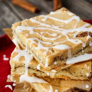 Super Yummy Snickerdoodle Bars recipe combine a sweet buttery sugar cookie with warm cinnamon and vanilla. This dessert could be your new favorite. | HostessAtHeart.com