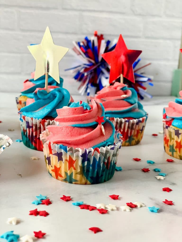 4th of July Cupcakes, beautifully decorated and ready to serve.